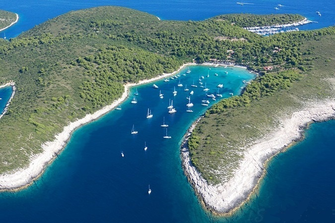 Guide to Croatia - Choosing a sailing route #croatia #hvar #palmizana - Chasing the Donkey