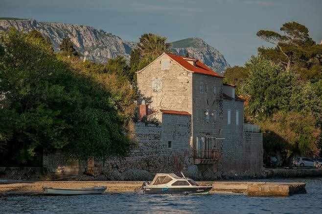 Kaštel Lukšić Castle Rušinac - Chasing the Donkey #Croatia
