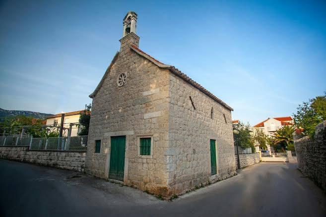 Kaštel Lukšić Church of st. Ivan where Miljenko i Dobrila are buried - Chasing the Donkey #Croatia