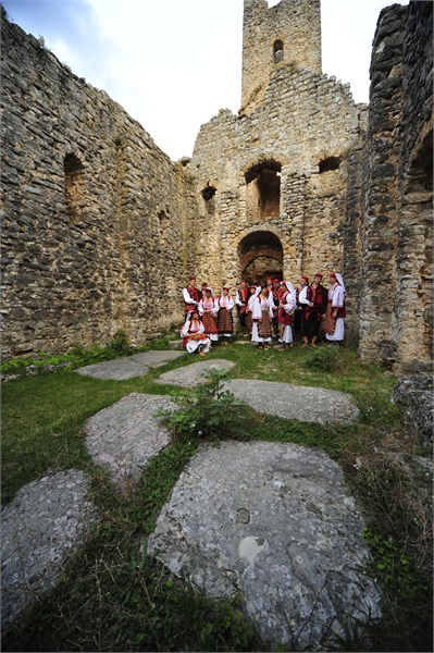 Croatian Culture TZ Nijemo Kolo, silent circle dance of the Dalmatian hinterland - Travel Croatia