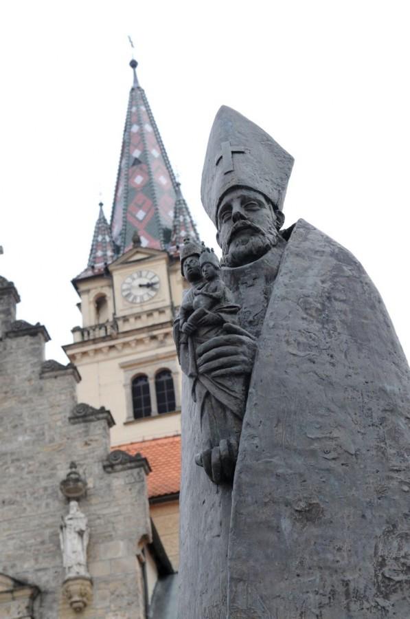 Marija Bistrica Croatia_Church statue