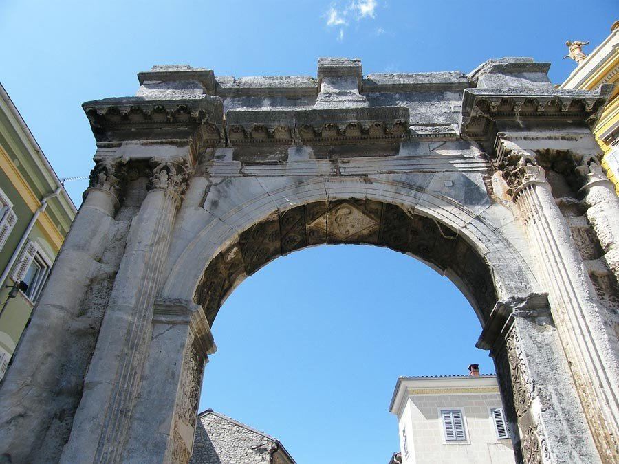 Things to Do in Pula  Arch Sergius   Travel Croatia