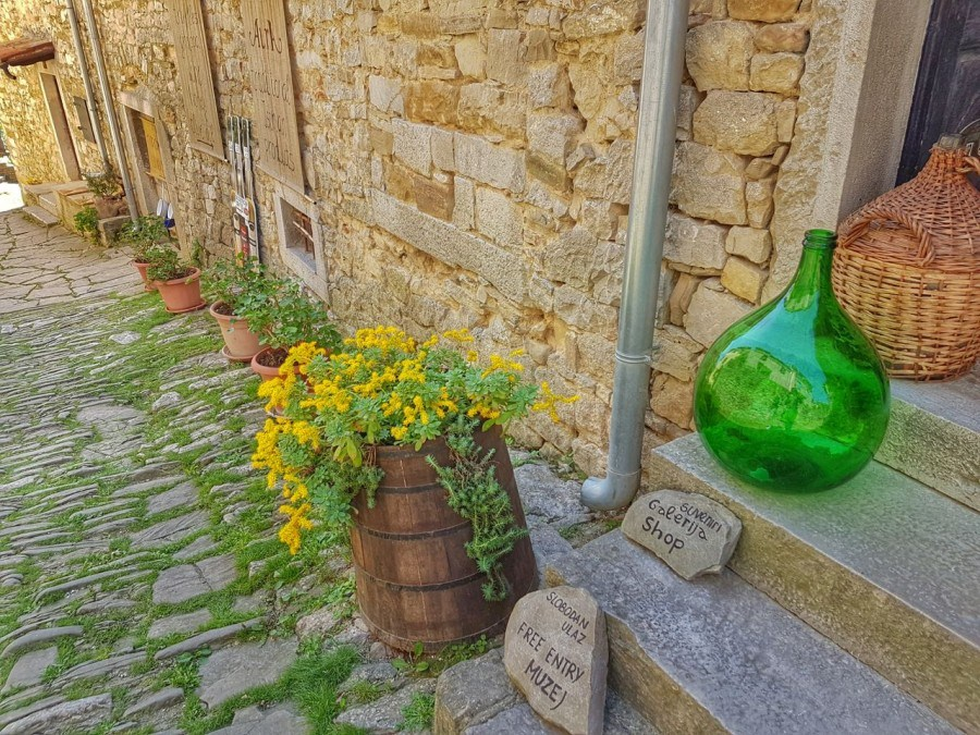 Worlds Smallest Town Hum Croatia Share Istria - Croatia Travel Blog