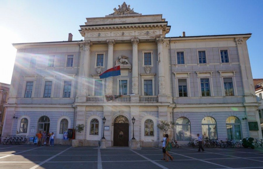 Things to do in Piran Slovenia |Piran Town Hall | Slovenia Travel Bog