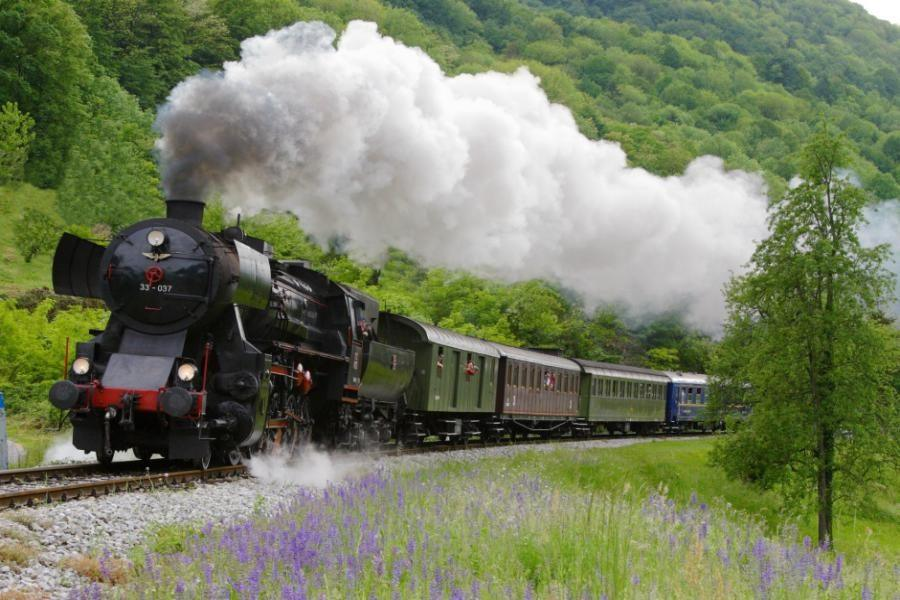 bohinj_steam_train_lake_bled-slovenia_travel_blog
