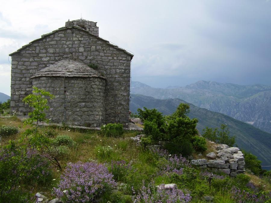gornja-lastva-mountain-view_montenegro-travel-blog