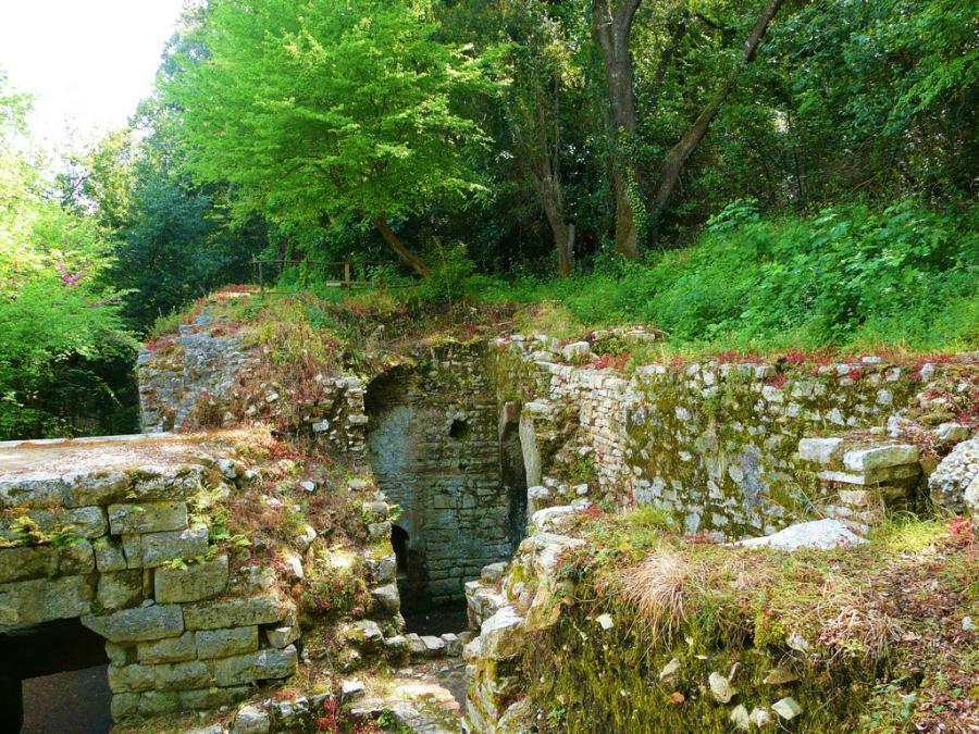 roman-ruins-butrint-national-park-albania_albania-travel-blog