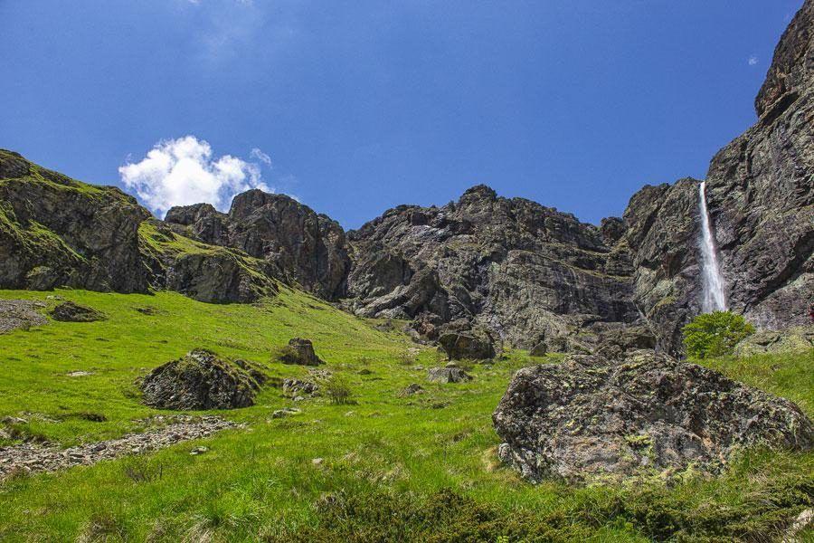 Things to do in the Balkans_Raiskoto-Praskalo-Waterfall | Balkans Travel Blog