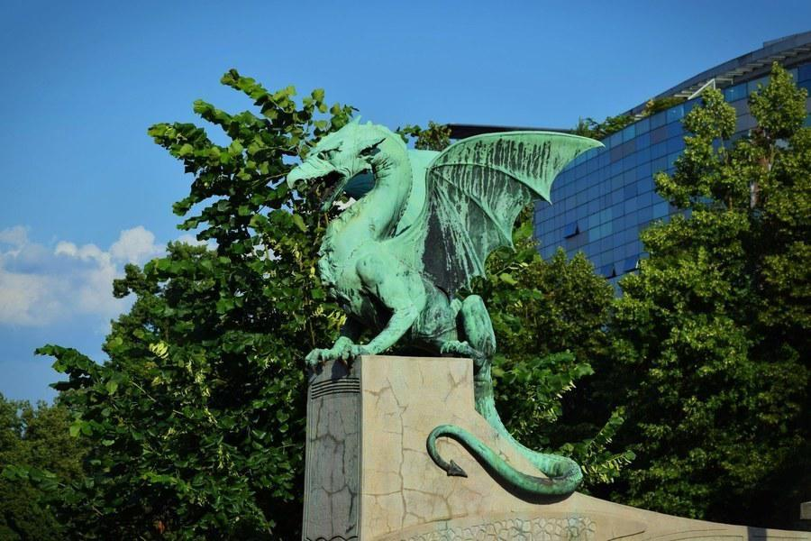 What to do in Slovenia_ljubljana-dragon-statue_Slovenia Travel Blog