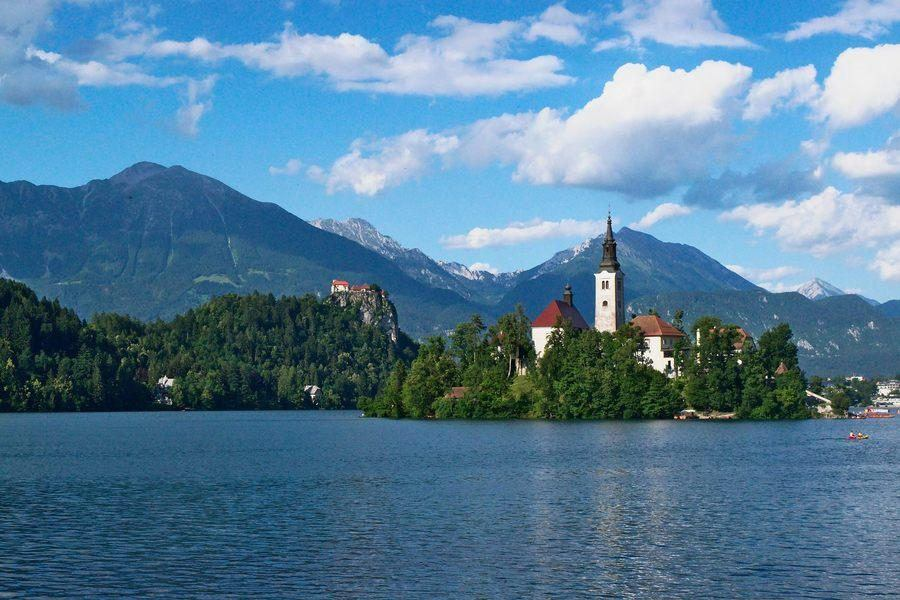 What to do in Slovenia_island-castle-lake-bled_Slovenia Travel Blog