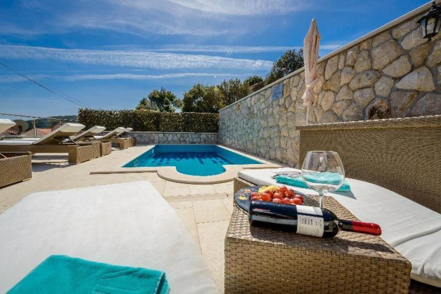 Hotels in Dubrovnik with a Pool_Villa Moretti_Croatia Travel Blog