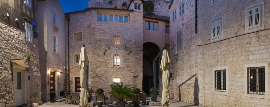 Things to do in Croatia_Unique Luxury Accomodation Vestibul Palace_Croatia Travel Blog
