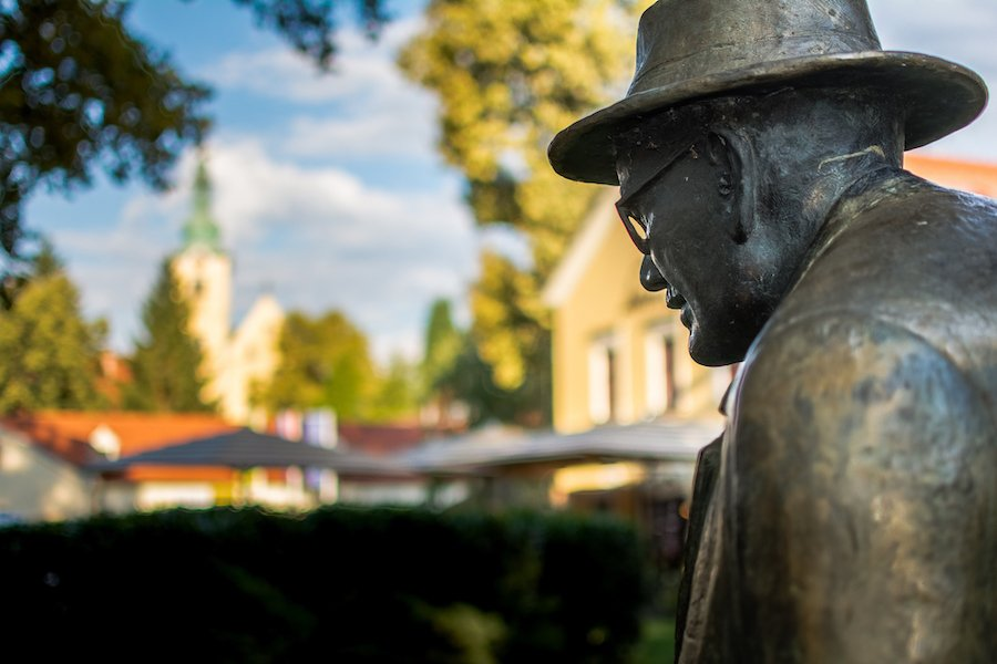 Bronze statue perspective - Things to do in Samobor