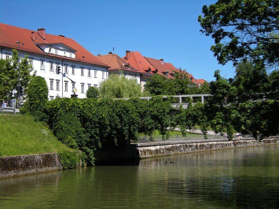 Things to do in Slovenia_The Bridges of Ljubljana_Saint Jacob's Bridge