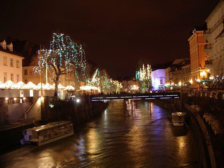 Things to do in Slovenia_The Bridges of Ljubljana_Fishmarket footbridge