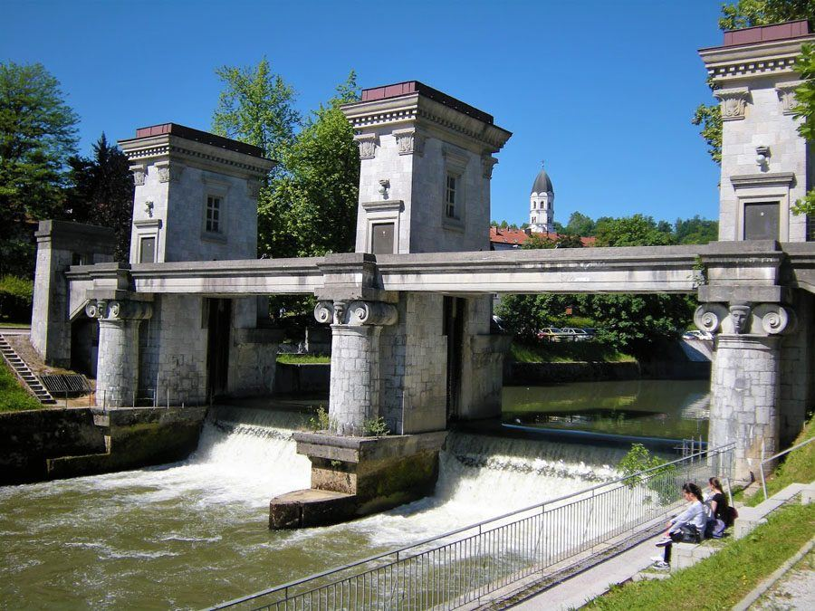 Things to do in Slovenia_The Bridges of Ljubljana_River gate 3