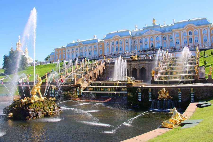 Russia Travel Blog_Best Two Week Russia Travel Itinerary_Peterhof-fountains