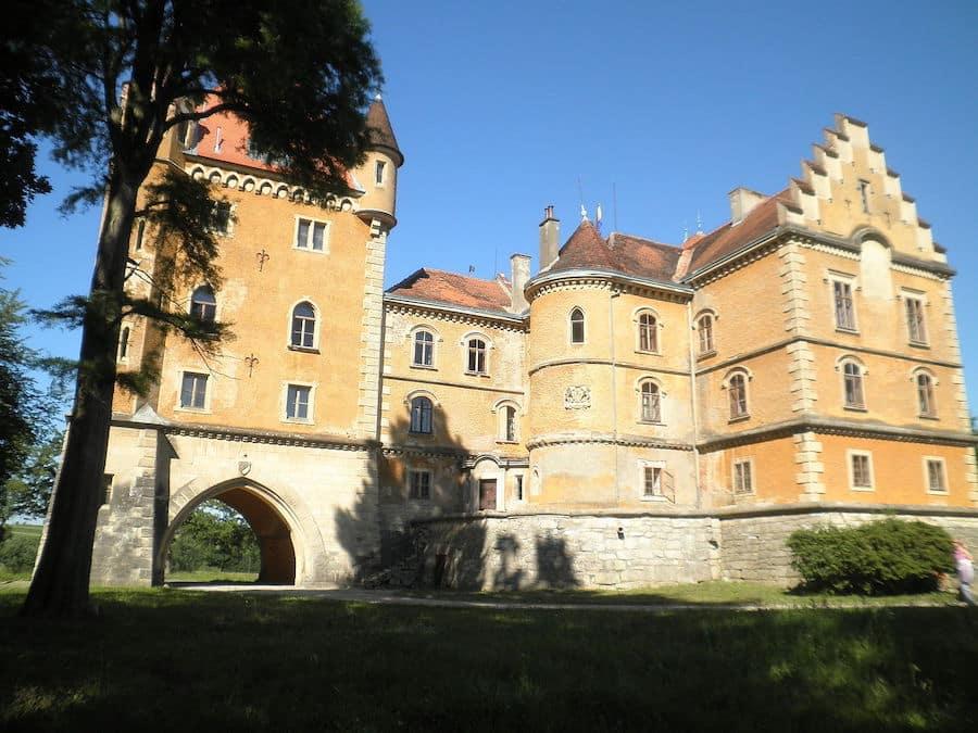 Best castles in Croatia_Dvorac_Marusevec2_wiki