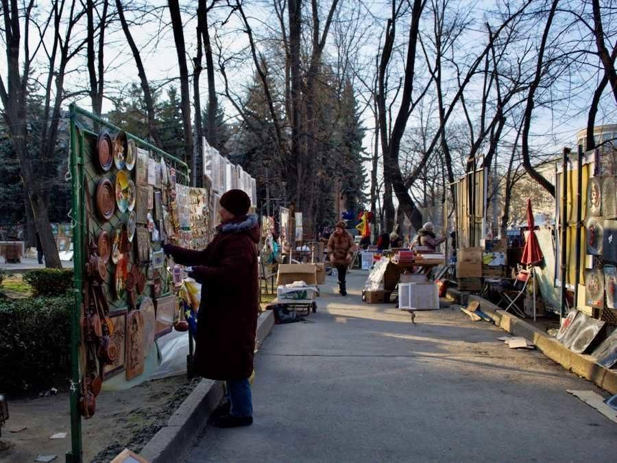 Top Things To Do In Chișinău, Moldova_Souvenir market