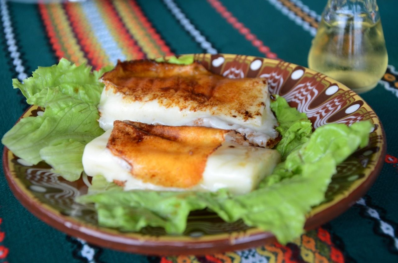 Macedonian traditional food in Macedonia_Grilled cheese