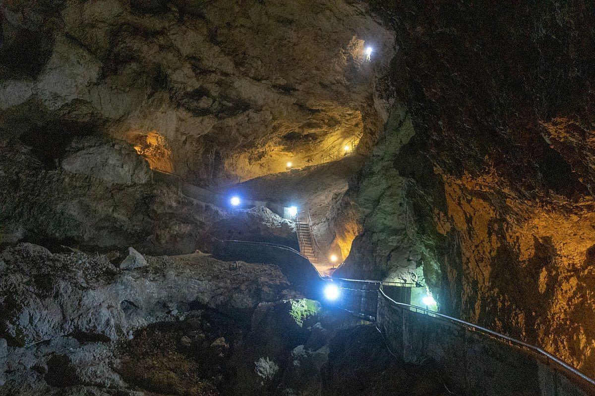 Devil's Throat Cave Bulgaria_Wiki (1)