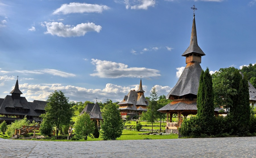 Things To Do In Maramures Romania_Barsana monastery