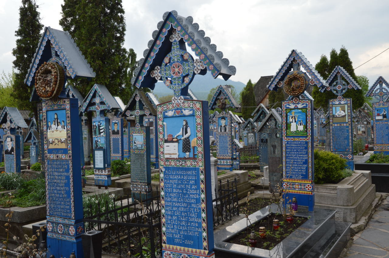 Things To Do In Maramures Romania_Merry cemetery