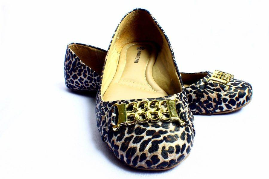 Travel Flats Reviews_Women's Shoes_COVER