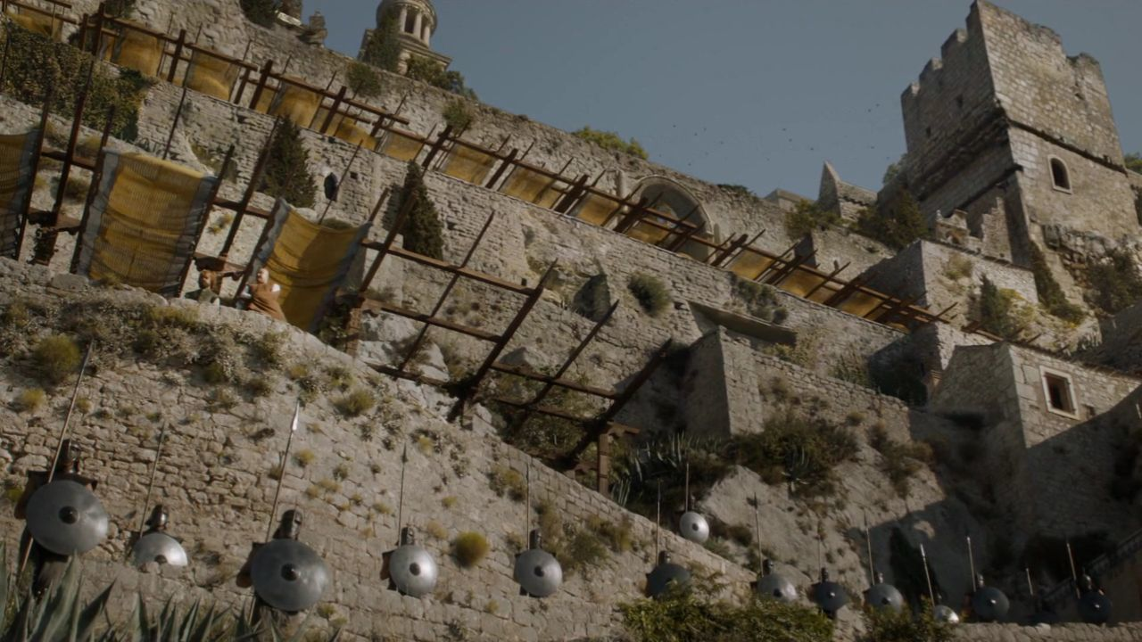 S5 E10 Tyrion Lannister and Lord Varys in Meereen - Klis Fortress Game of Thrones Locations in Croatia