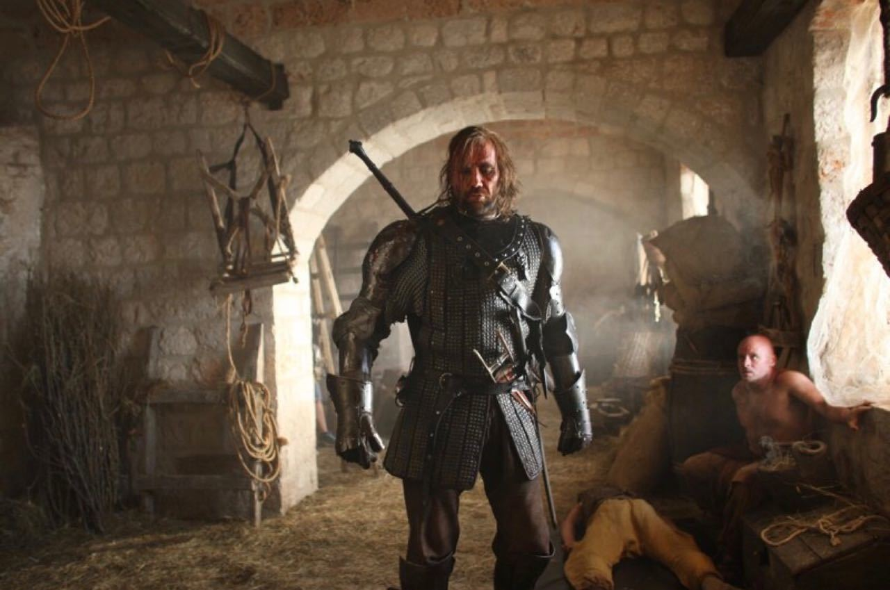 The Hound Rescues Sansa S02E06