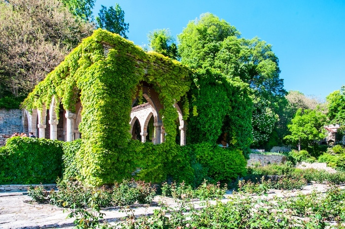 Gazebo-located-in-the-former-residence-of-the-Romanian-queen_ Balchik