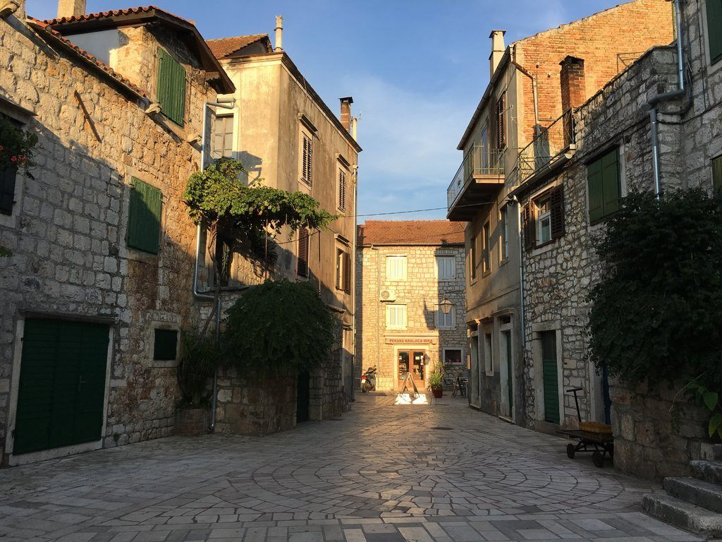 Golden hour Stari Grad