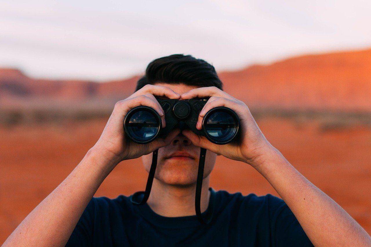 Best Travel Binoculars_Pixabay
