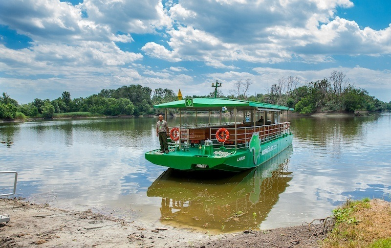 Beat-The-Crowds-In-Slavonia_Boat-in-Kopački-Rit