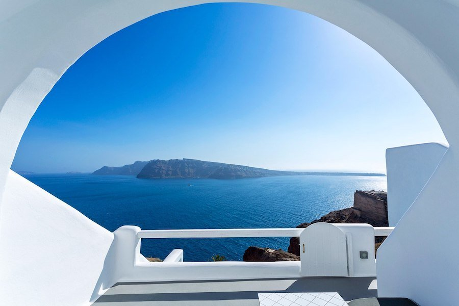 Greece Travel Blog_Where To Stay In Santorini Greece_Greece Travel Blog_Where To Stay In Santorini Greece_Charisma Suites