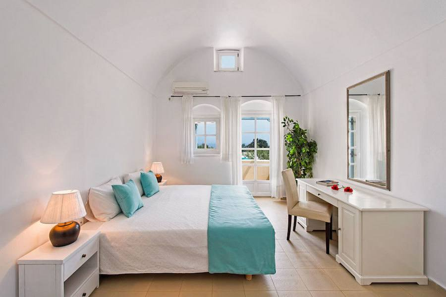 Greece Travel Blog_Where To Stay In Santorini Greece_Sienna Eco Resort