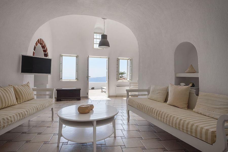 Greece Travel Blog_Where To Stay In Santorini Greece_Vista Mare Studios
