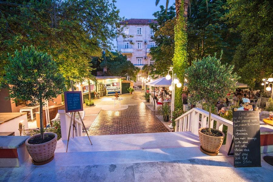 Croatia Travel Blog_Where To Stay In Dubrovnik_Hotel Sumratin