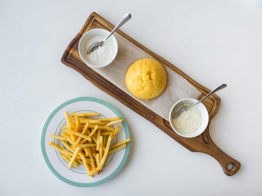 Mamaliga-Cu-Branza-Si-Smantana_polenta-sour-cream-chees